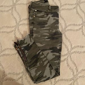 Express Camo Mid-Rise Ankle Jean